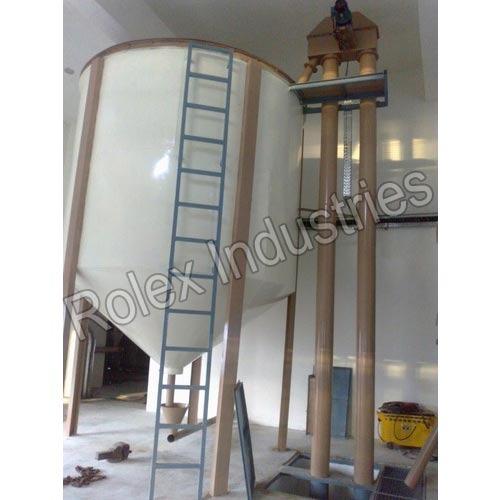 Storage Tank With Elevator